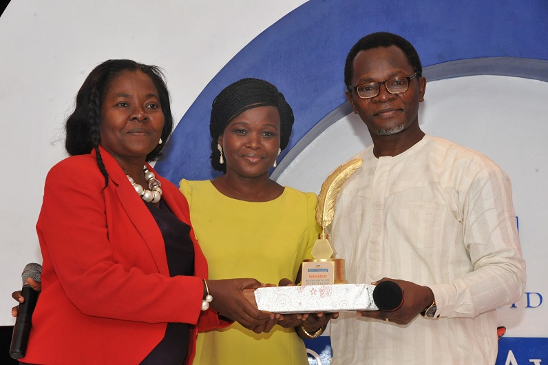 ay DSC 2664: (L-R) Daphne Uduneje, winner, Brand Advocate of the Year; receiving her award from Miss. Toyosi Ogunseye, Editor, Sunday Punch and Bolaji Tunji, Executive Director, Special Duties, Sun Newspapers