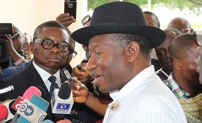 Former President Jonathan fielding questions from the media crew at the State House Abuja